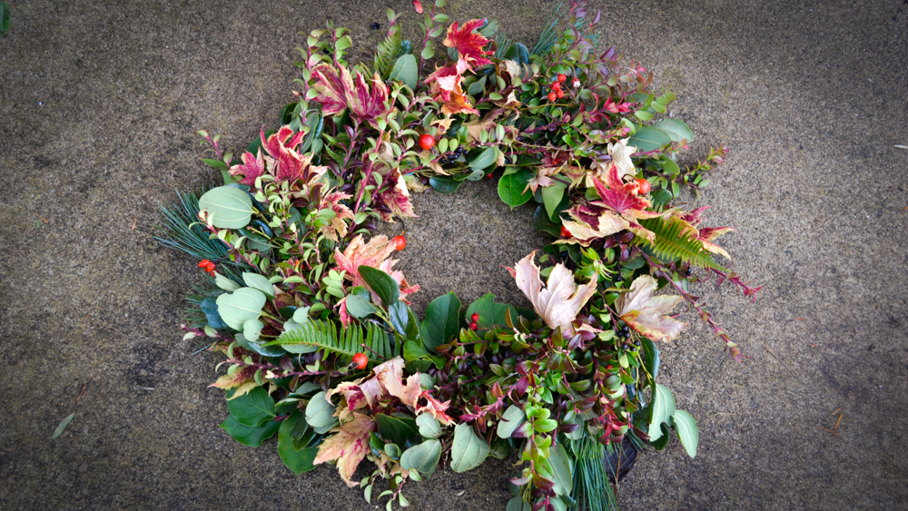 how-to-make-a-wreath_holiday-spring-fall-anytime-wreath-diy-11