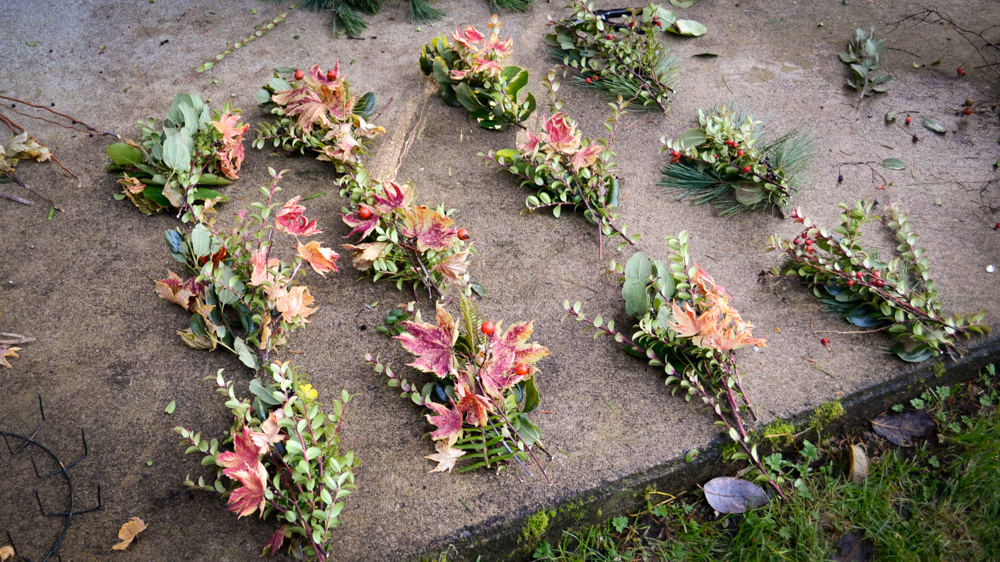 how-to-make-a-wreath_holiday-spring-fall-anytime-wreath-diy-7